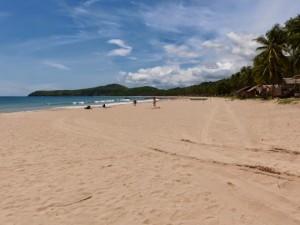 El Nido. Cascade, longue plage et retour à Puerto Princesa avec le bus local