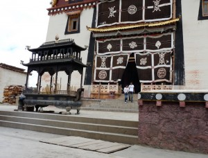 Shangri La, Ganten Sumtsenling monastery